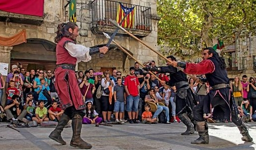besalu_medieval_plaza
